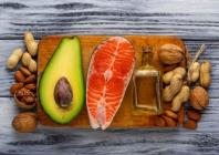 Natūraliai su maistu gaunamų būtinųjų riebalų rūgščių suvartojama mažiau